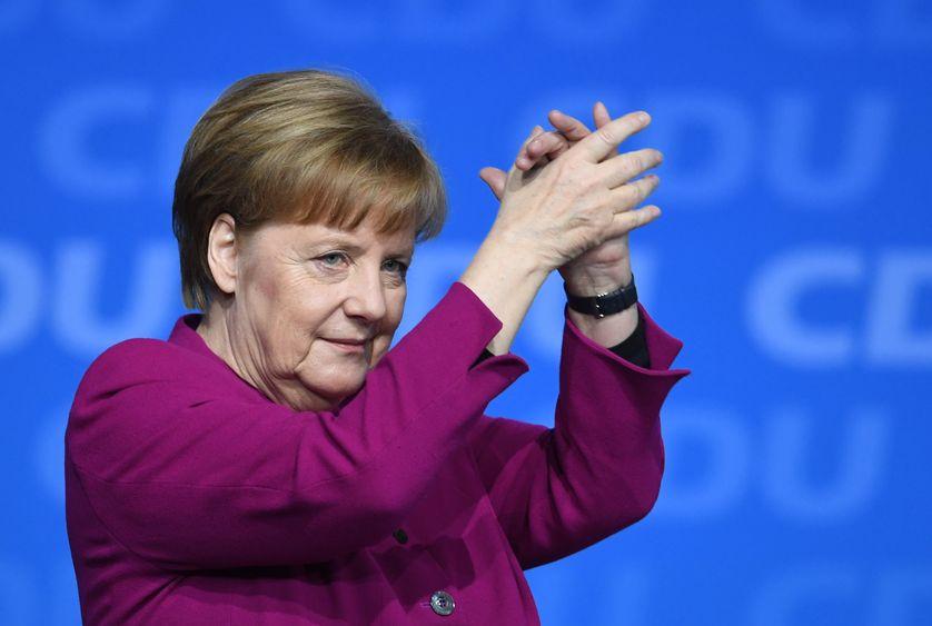 Allemagne #Europe : Exemple de gouvernance - L'Allemagne a fait ses adieux  à Merkel sous de chaleureux applaudissements pendant six minutes. - Le  Tchadanthropus-tribune